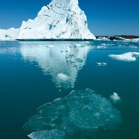 Icebergs floating in the Jokulsarlon Glacial Lagoon, Vatnajokull Ice Cap, Iceland