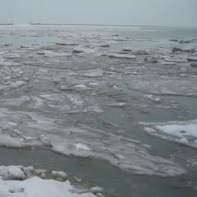 Ice in Chicago beach