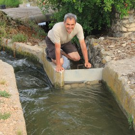 Artemi Cerda at irrigation canal in Xativa