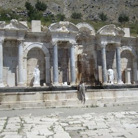 The fountain of the Sagalassos: the water of an active fault
