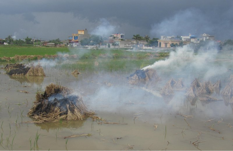 Air pollution from open burning of straw nearby residential area