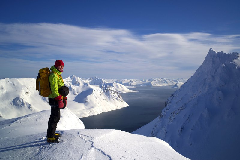 How old are the mountain tops in Hornsund, Svalbard?