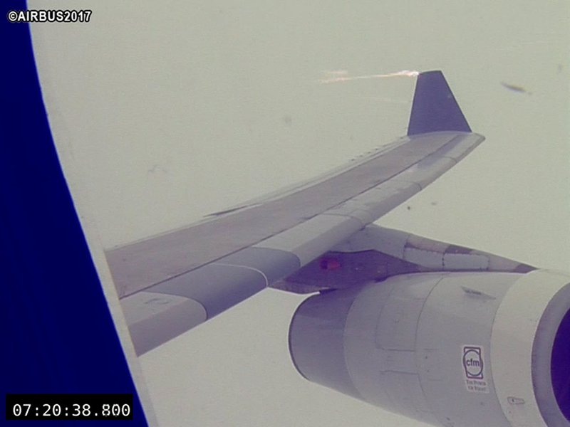 Static discharge from aircraft