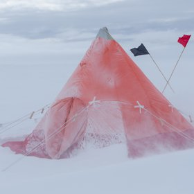 Time-proven shelter in drifting snow
