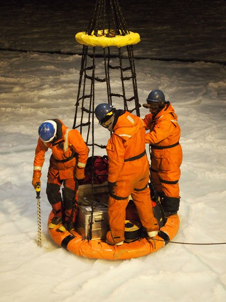 Scary sea ice drilling in the antarctic darkness!