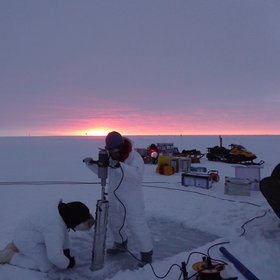 Sea ice drilling and the pink sun of the antarctic winter!
