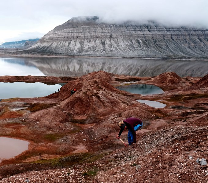 Digging out the story of a glacier