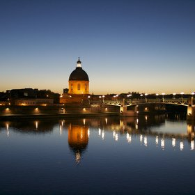 The moon watching over the river Garonne in Toulouse