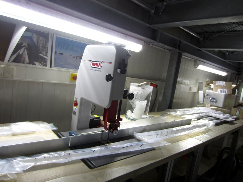 Ice Core Laboratories - AWI