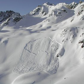 Dry-snow slab avalanche